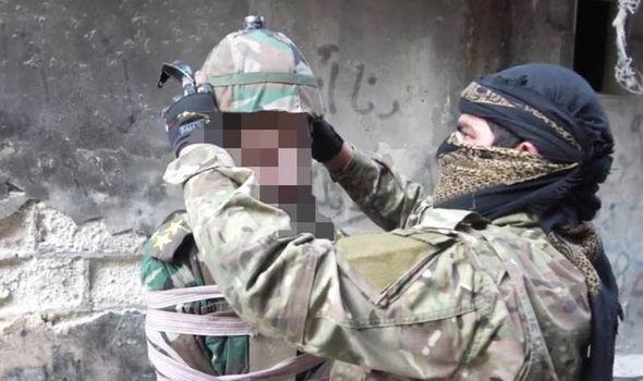 IS-bien-binh-si-Syria-thanh-bom-song-trong-vu-hanh-quyet-kinh-hoang-sy-1525235509-width590height350.jpg