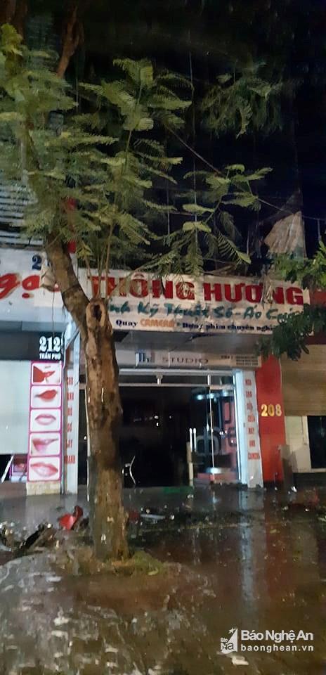 14-chay-lon-o-anh-vien-ao-cuoi-thong-huong-1562597484.jpg