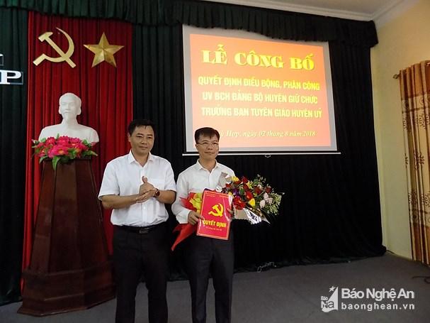bna_dong_chi_ho_le_ngoc_trao_quyet_dinh_va_tang_hoa_chuc_mung_tan_btg5105943_282018.jpg