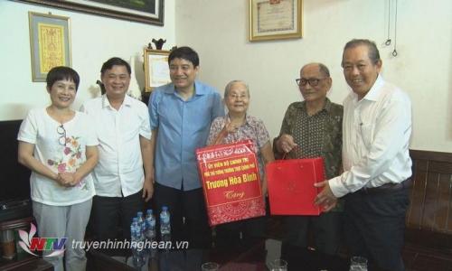 11-pho-thu-tuong-tang-qua-nhan-dip-quoc-khanh-1567385192.jpg